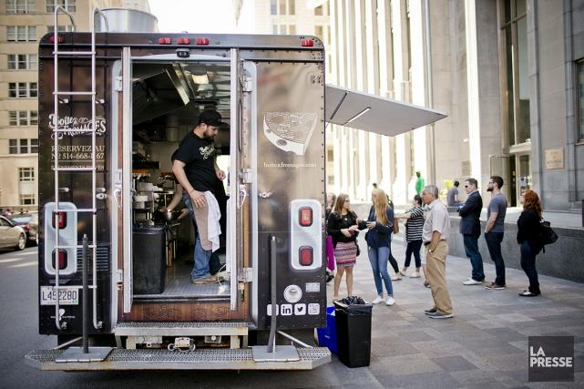 Les camions de cuisine de rue sont vidés... (PHOTO DAVID BOILY, ARCHIVES LA PRESSE)
