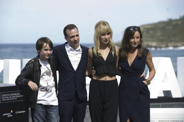 Édouard Tremblay-Grenier, Philippe Lesage, Rose-Marie Perreault et Pascale... (PHOTO ANDER GILLENEA, AFP)