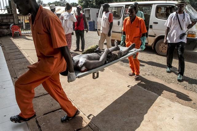 Dimanche matin, un médecin militaire s'exprimant sous couvert... (PHOTO EDOUARD DROPSY, AFP)