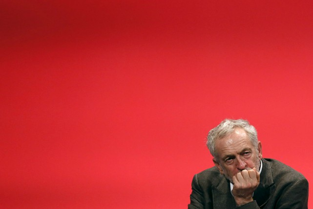 Le nouveau dirigeant du Labour Jeremy Corbyn.... (Photo Luke MacGregor, Reuters)