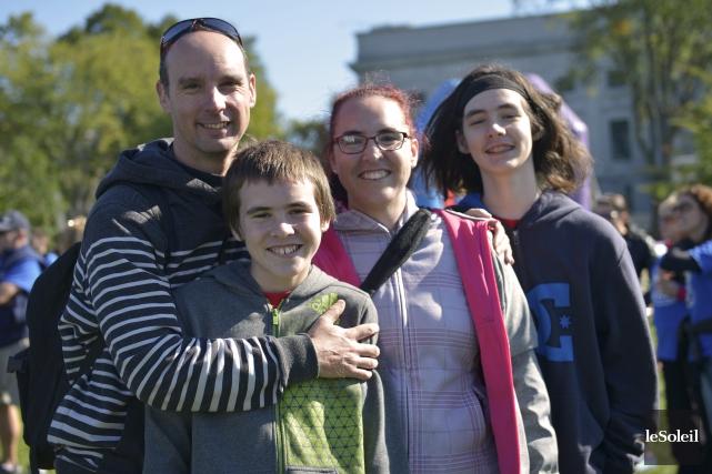 Jordan, à l'avant, avec ses parents, Sébastien et... (Le Soleil, Yan Doublet)