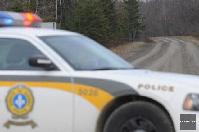 Un jeune homme de 22 ans devrait être accusé de fuite, de conduite dangereuse,... (Archives, La Tribune)