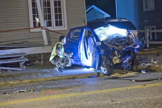Une des voitures impliquées dans la collision a... (PHOTO FÉLIX O.J. FOURNIER, COLLABORATION SPÉCIALE)