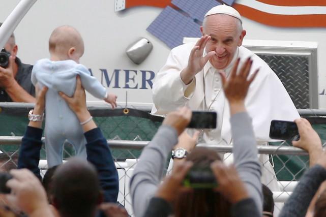 Le pape François était à Philadelphie, dimanche, dans... (AP, Tony Gentile)
