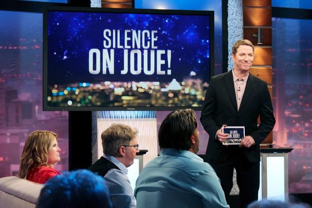 Patrice L'Écuyer anime Silence on joue!... (Fournie par ICI Radio-Canada Télé)