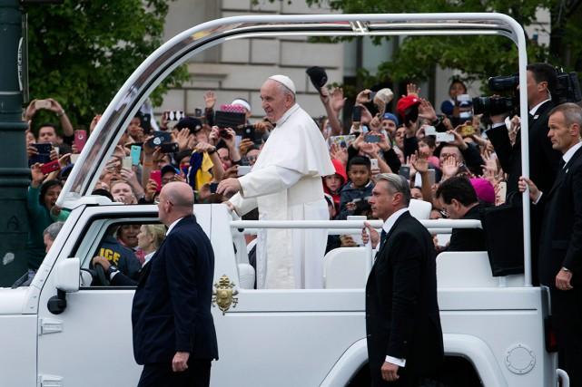Tout au long de son voyage, les foules... (AP, John Minchillo)