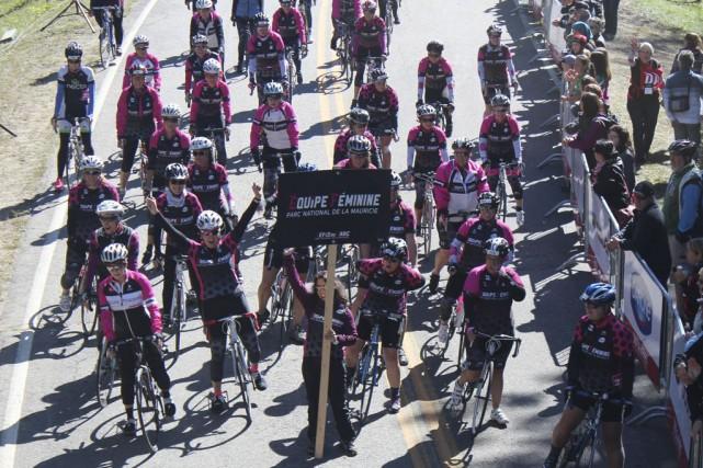 L'équipe féminine était tout sourire au départ du... (Photo: Audrey Tremblay)