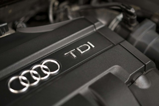 Le compartiment moteur de l'Audi A3 TDI, 2010,... (PHOTO BRENDAN SMIALOWSKI, AFP)
