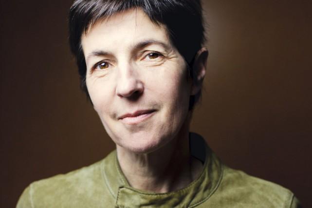 Dans son nouveau roman, Christine Angot raconte l'histoire... (PHOTO JEAN-LUC BERTINI, FOURNIE PAR FLAMMARION)