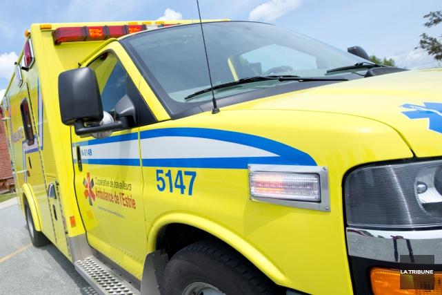 Un accident spectaculaire impliquant trois véhicules a fait un blessé grave,... (Archives La Tribune, Julien Chamberland)