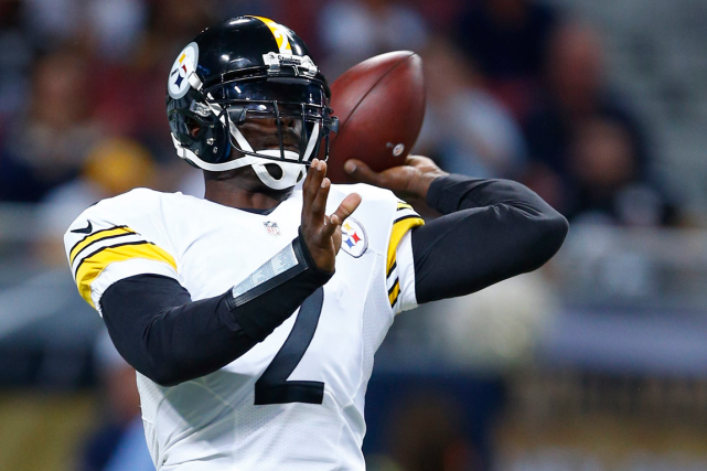 Michael Vick sera le partant des Steelers jeudi,... (Photo Billy Hurst, AP)