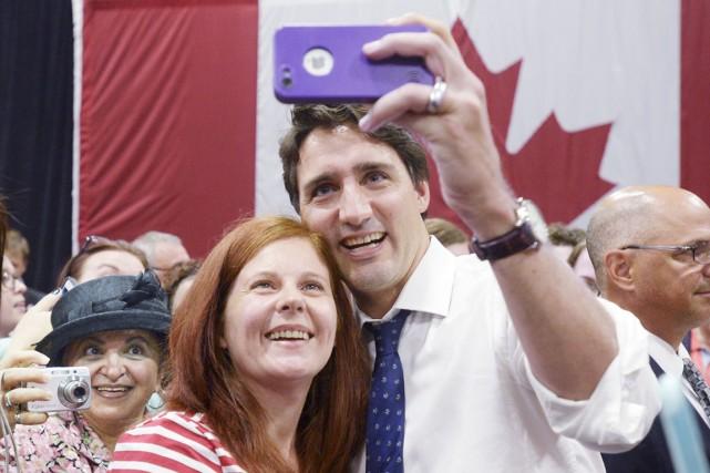 Partout où Justin Trudeau passe, des gens se... (La Presse Canadienne)