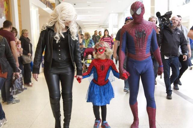 Vêtue de son déguisement d'homme-araignée, «Spider-Mable» s'est déplacée... (PHOTO PC)