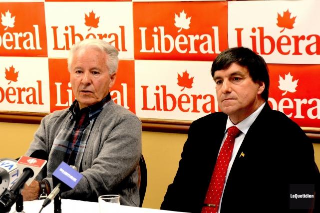 L'ex-député fédéral André Harvey a manifesté son appui... (Photo Le Quotidien, Julien Renaud)