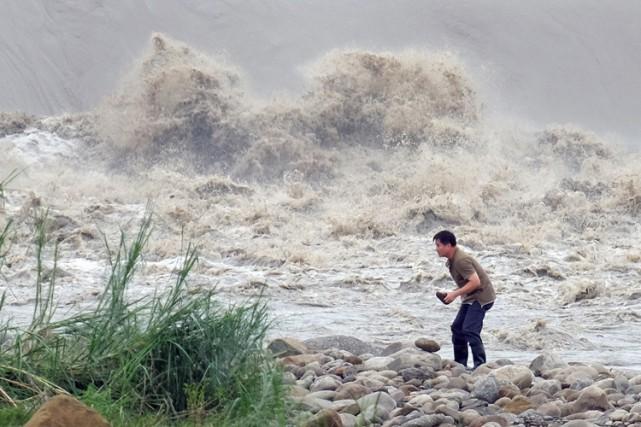 Plus de 12 000 personnes ont été évacuées... (PHOTO AFP)