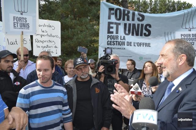 Denis Lebel a tenté d'être rassurant auprès des... (- Photo Le Quotidien, Louis Potvin)
