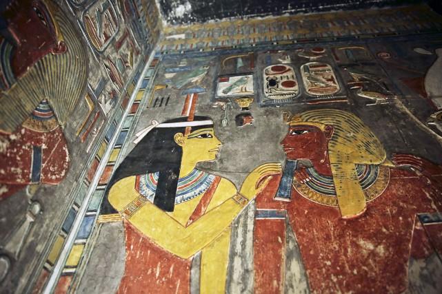 Des sculptures sur les murs de la tombe... (AP, Nariman El-Mofty)