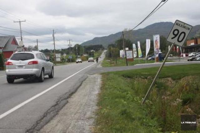 Les automobiles roulent-elles trop vite sur la rue Principale Ouest entre le... (La Tribune, Jean-François Gagnon)