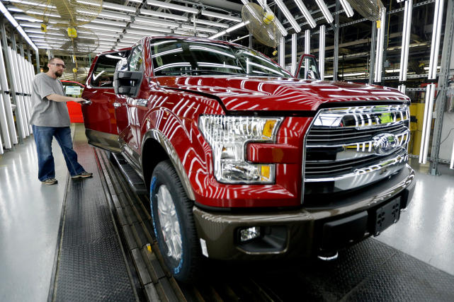 Un Ford F-150 à l'usine de Kansas City.... (Photo Charlie Riedel, archives AP)
