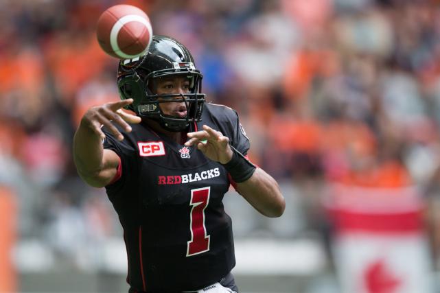 Le quart-arrière du Rouge et Noir d'Ottawa, HenryBurris.... (Photo Darryl Dyck, PC)