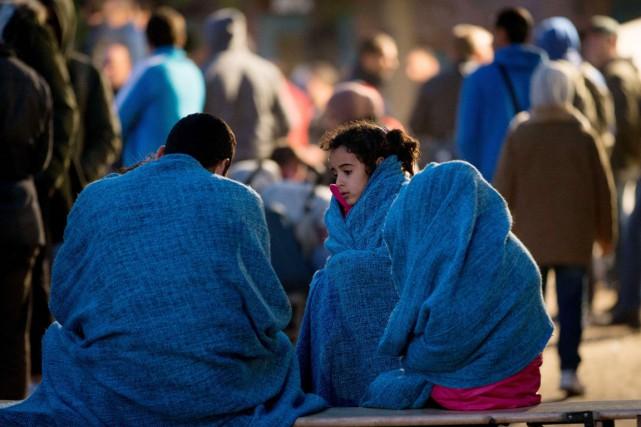 L'Allemagne s'attend à accueillir entre 800000 et un... (PHOTO KAY NIETFELD, AFP/DPA)