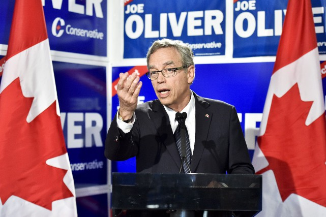 Le ministre des Finances sortant, Joe Oliver... (Photo Nathan Denette, La Presse Canadienne)