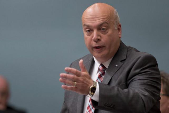 Le ministre des Transports Robert Poëtiest néanmoins ouvert... (Archives La Presse Canadienne)