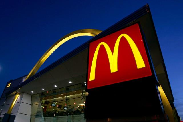 L'entreprise McDonald'sest en train de revoir la façon... (Jeff Roberson, Archives Associated Press)