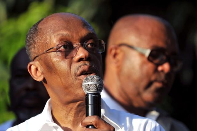 Reprenant certains de ses slogans historiques, répétés en... (PHOTO AFP)