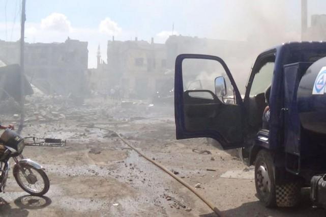 Cette photo diffusée sur Twitter par la Défense... (PHOTO DÉFENSE CIVILE SYRIENNE/AP)