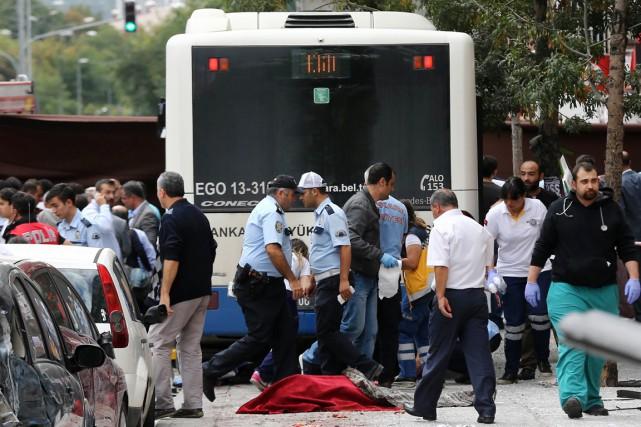 L'accident qui s'est produit dans le quartier de... (PHOTO ADEM ALTAN, AFP)