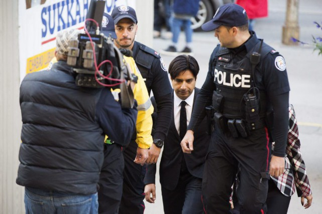 Jian Ghomeshi (au centre)... (PHOTO MICHELLE SIU, LA PRESSE CANADIENNE)
