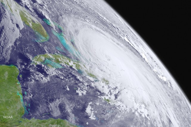 Les météorologues préviennent qu'il pourrait maintenant prendre encore... (IMAGE REUTERS/NOAA)