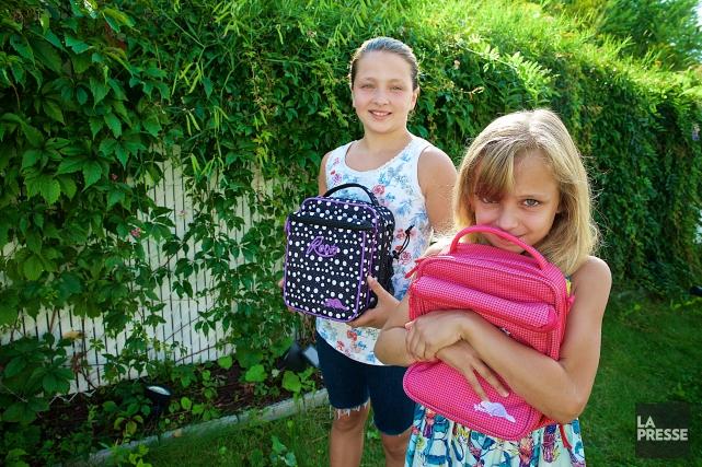 Alice et Charlotte Lévesque vont à l'école Demers... (PHOTO ANDRÉ PICHETTE, LA PRESSE)