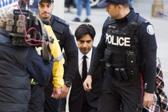 Jian Ghomeshi à son arrivée au palais de... (La Presse Canadienne, Michelle Siu)