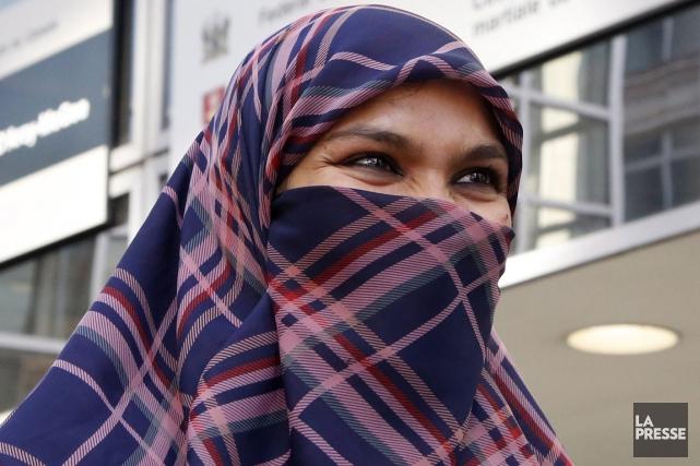 Zunera Ishaq demande le droit de porter son... (La Presse)
