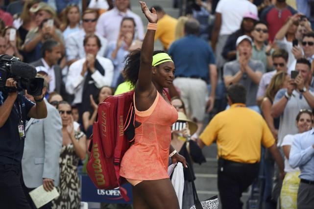 Serena quitte le court après sa défaite contre... (AFP, Jewel Samad)