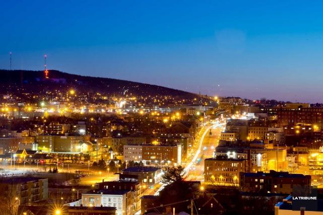 Des scientifiques étudient l'impact de la pollution lumineuse grâce à des... (Archives La Tribune, Jessica Garneau)