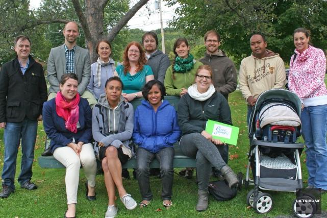 À l'avant: Sara-Jane Breault, Élodie Mbeng, Ideal Zakatsiranto... (La Tribune, Maryse Carbonneau)