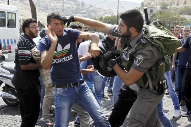 Des heurts ont opposé Palestiniens et forces israéliennes... (PHOTO MAHMOUD ILLEAN, AP)