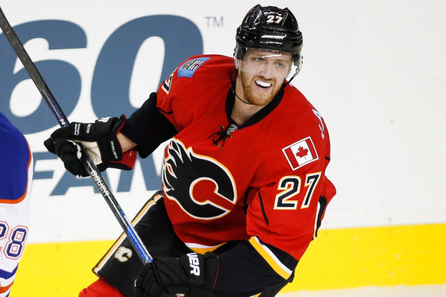 Les Flames de Calgary ont fait l'acquisition du... (Photo Jeff McIntosh, PC)