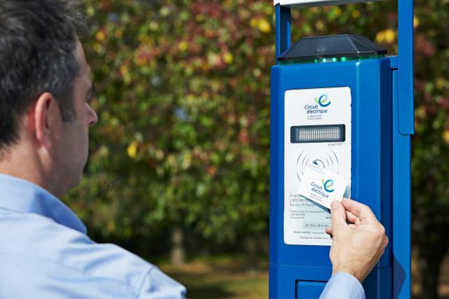Une borne de recharge publique de niveau 2... (PHOTO FOURNIER PAR CIRCUIT ÉLECTRIQUE, HYDRO-QUÉBEC)