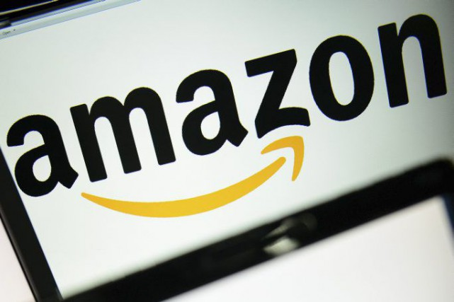 Le géant de la distribution Amazon a lancé les hostilités contre Google et... (PHOTO LEON NEAL, ARCHIVES AFP)