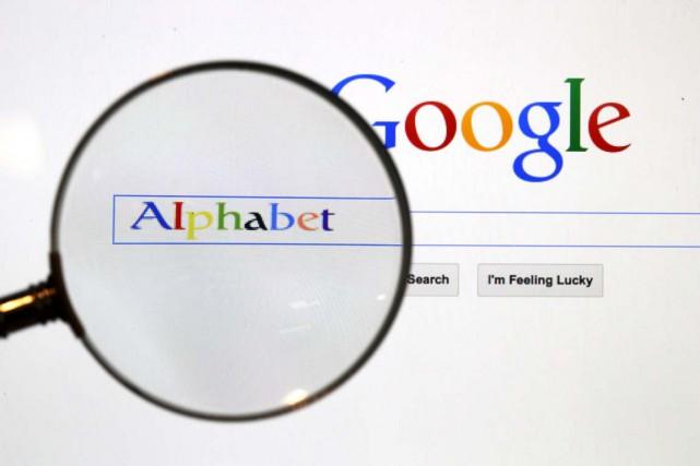 Alphabet, la maison mère de Google, a publié lundi des résultats trimestriels... (Photo Pawel Kopczynski, archives Reuters)