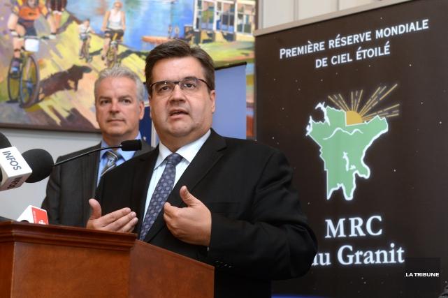 Le maire Denis Coderre s'est joint aux élus de la région samedi pour exiger des... (Photo Imacom, Maxime Picard)