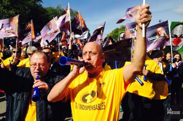 La marche a commencé à 12h30 au pied... (Photo: La Presse canadienne)