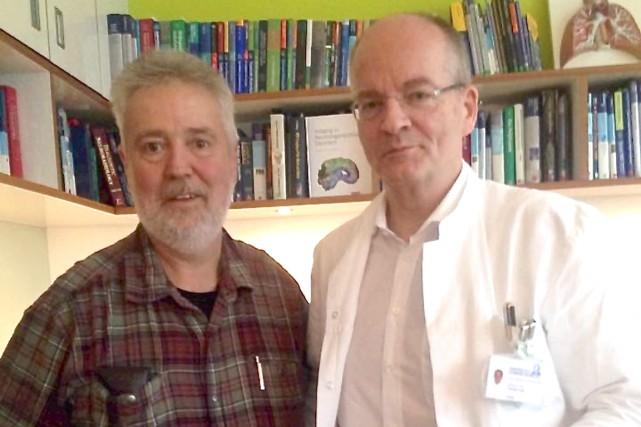 Denis St-Gelais et son médecin, le Dr Thomas... (Photo fournie par Marye-Pier Bouchard)