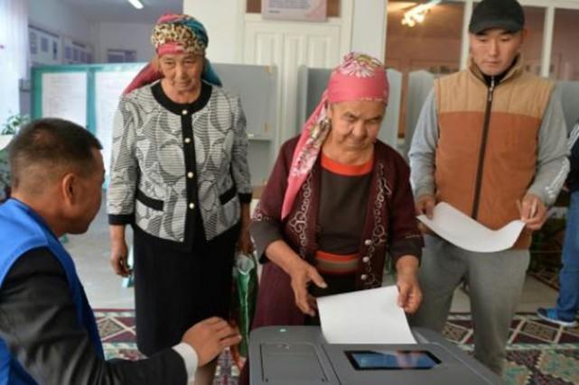 Majoritairement musulman, le Kirghizstan, qui a connu deux... (PHOTO VYACHESLAV OSELEDKO, AFP)