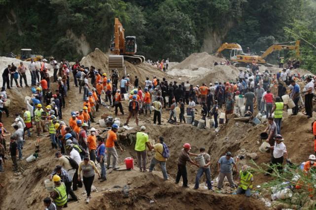Cette catastrophe est la plus grande qu'ait connu... (PHOTO REUTERS)