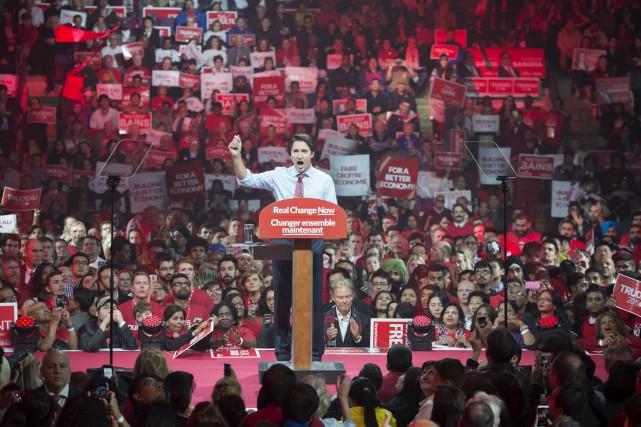 La foule, dans laquelle on pouvait apercevoir de... (La Presse Canadienne)